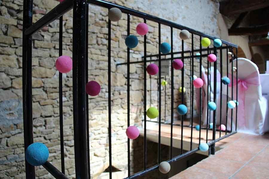 Décoration extérieure avec des boules de lins